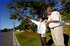 Peggy Gibson shows path of UFO