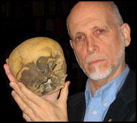 Pye with skull