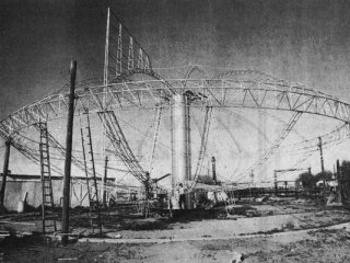 Taking the shape of a flying saucer, the Clarence and Darwin Conrad airship was nearing completion in 1977. (Photo: Mesa Historical Society)