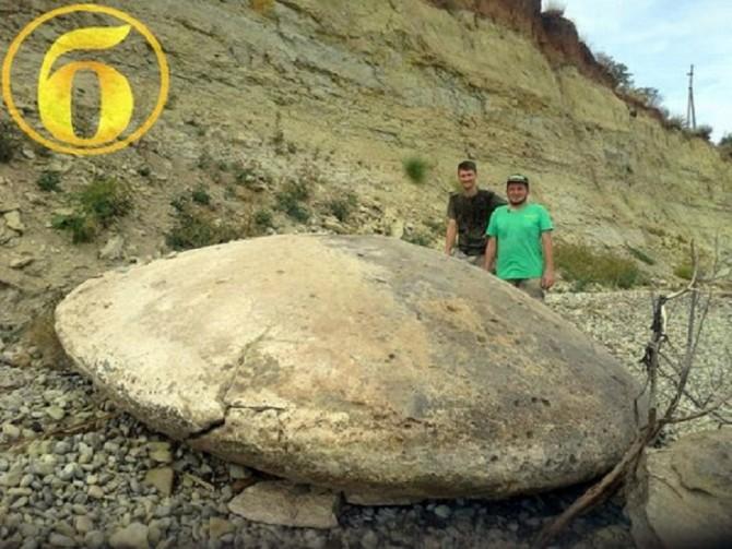 Four-Meter 'UFO' Stone Disc Found In Volgograd Russia (Credit: Bloknot-Volgograd)
