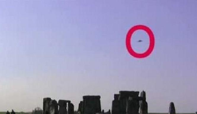 UFO over Stonehenge